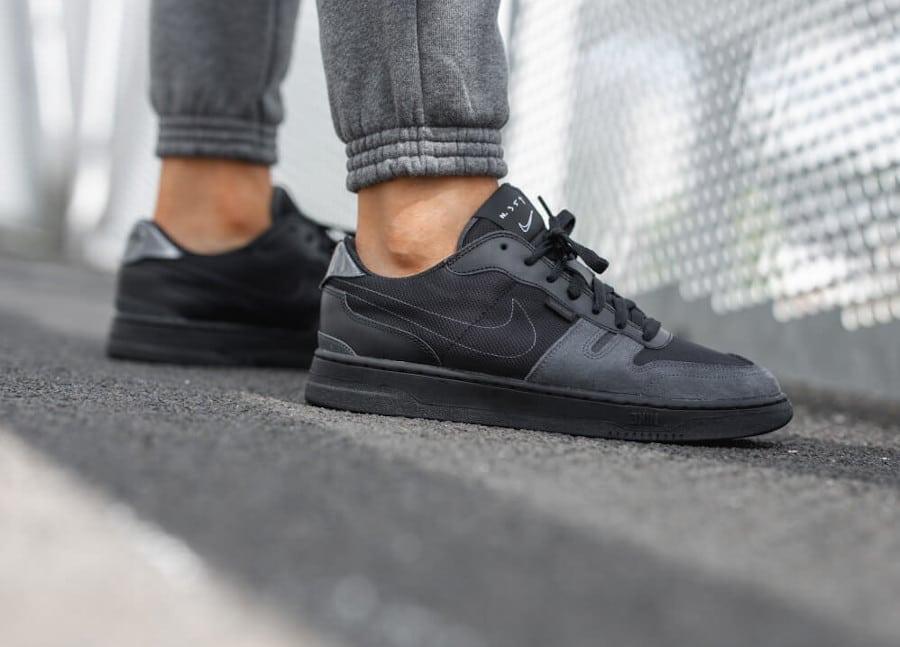 Nike Squash Type N.354 noire et grise on feet (2)