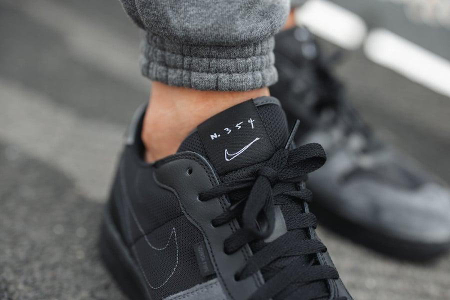 Nike Squash Type N.354 noire et grise on feet (5)
