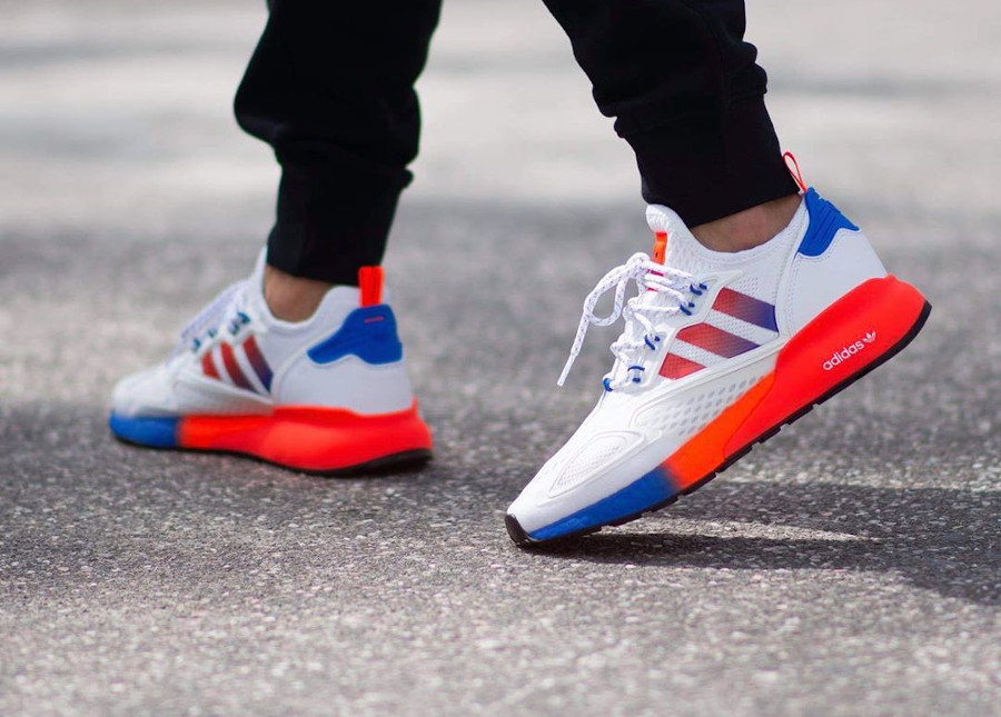 Adidas ZX 2K Boost blanche orange et bleue (1)