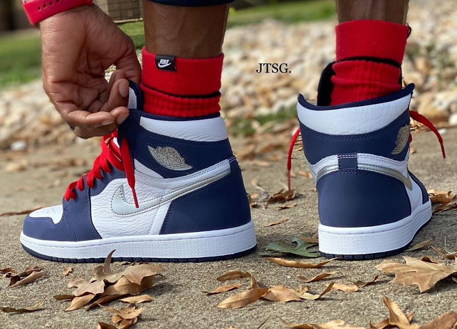 Air Jordan 1 Hi 2020 bleu marine Tokyo Exclusive on feet (1)