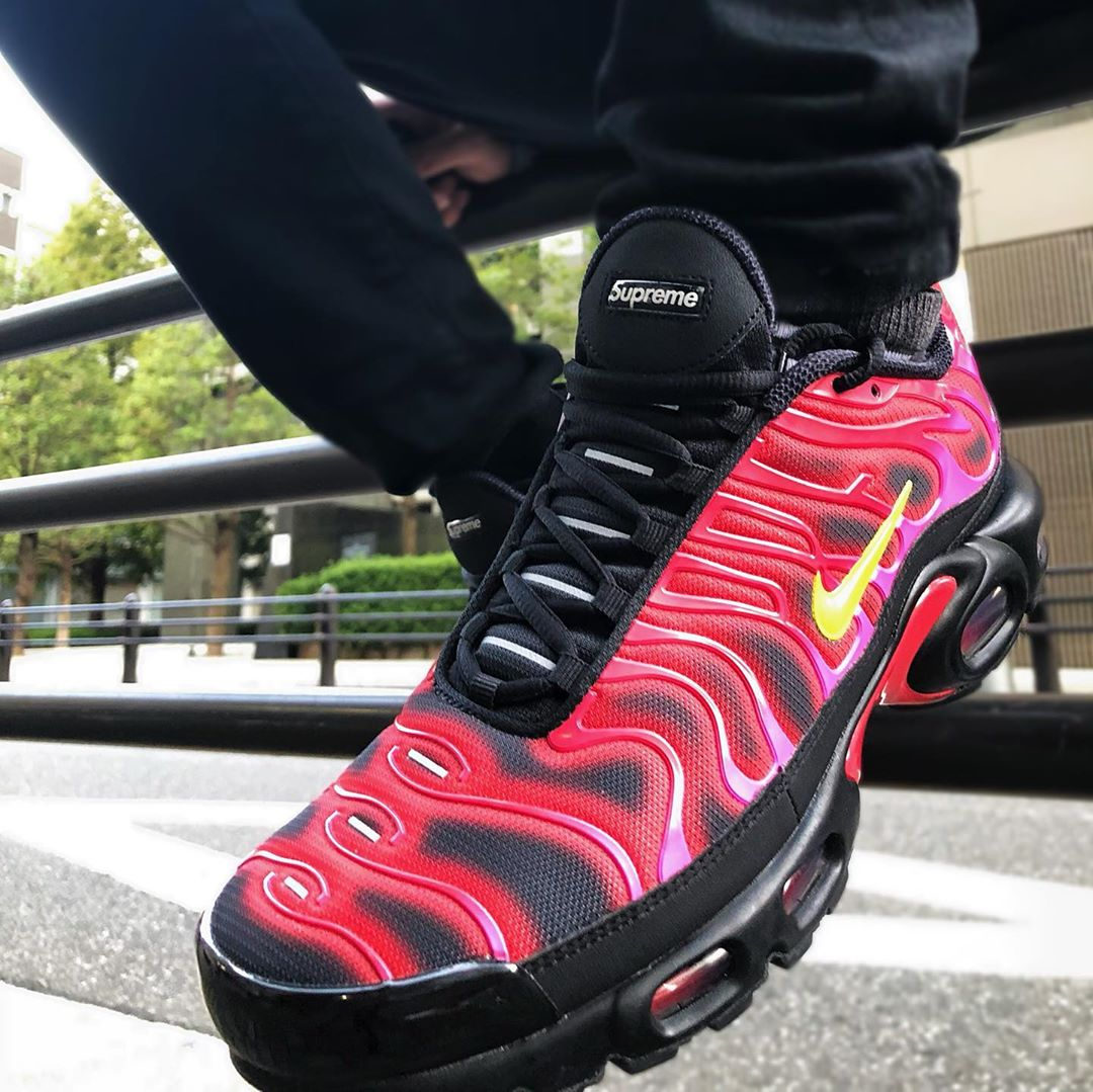 DA1472-600 Nike Air Max Plus Tuned 1 Supreme Fire Pink