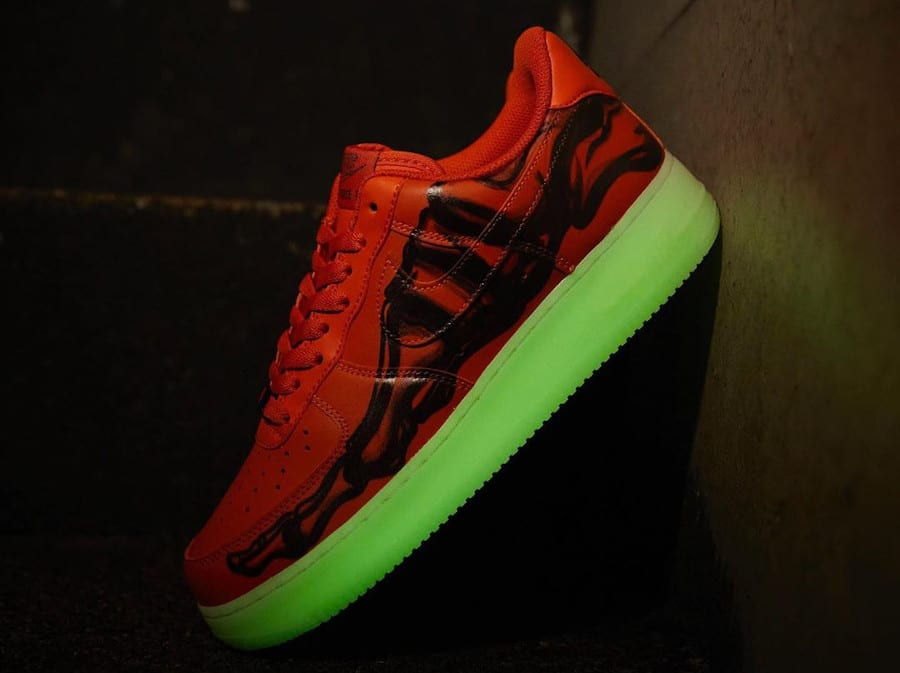 Nike Air Force 1 Citrouille Skeletal Force Glow in the dark (1)