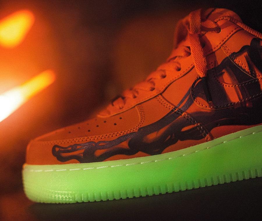 Nike Air Force 1 Citrouille Skeletal Force Glow in the dark (2)