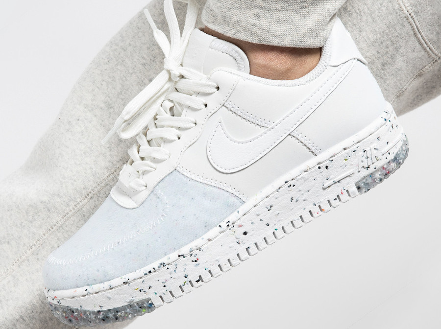Nike-Air-Force-1-femme-recyclée-blanche-3
