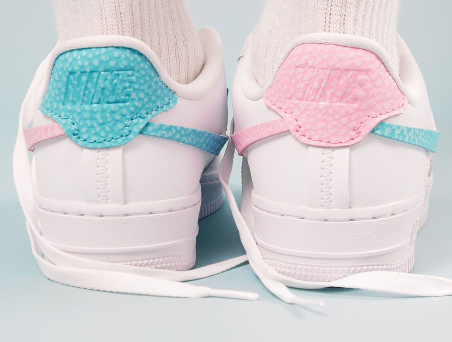 Nike Air Force One Vandalized blanche rose et bleu turquoise on feet (1)