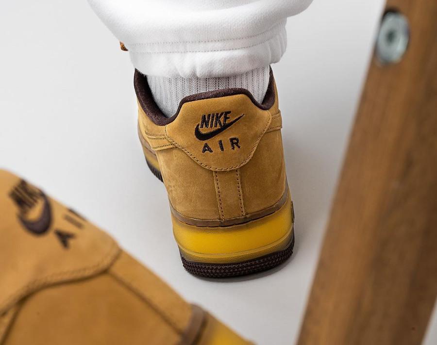 Nike Air Force One en daim marron (semelle transparente) (5)