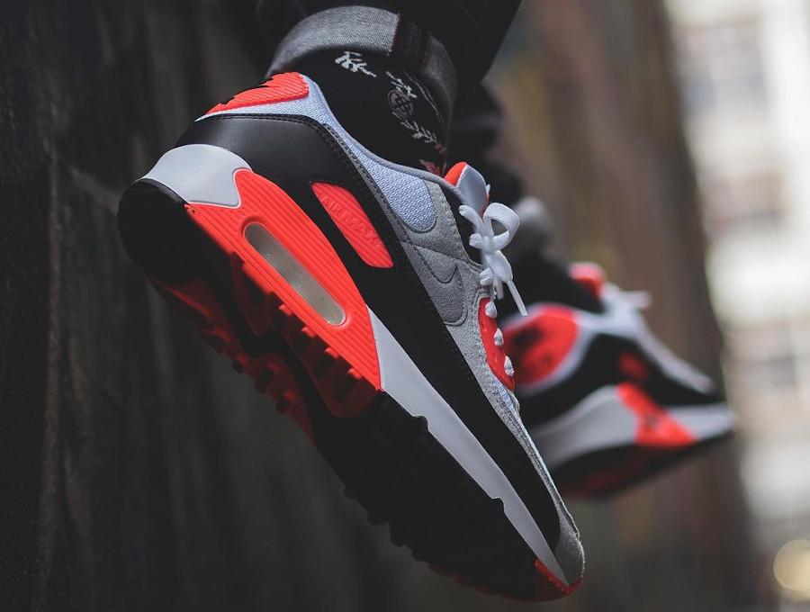 Nike Air Max III infrarouge on feet (1)
