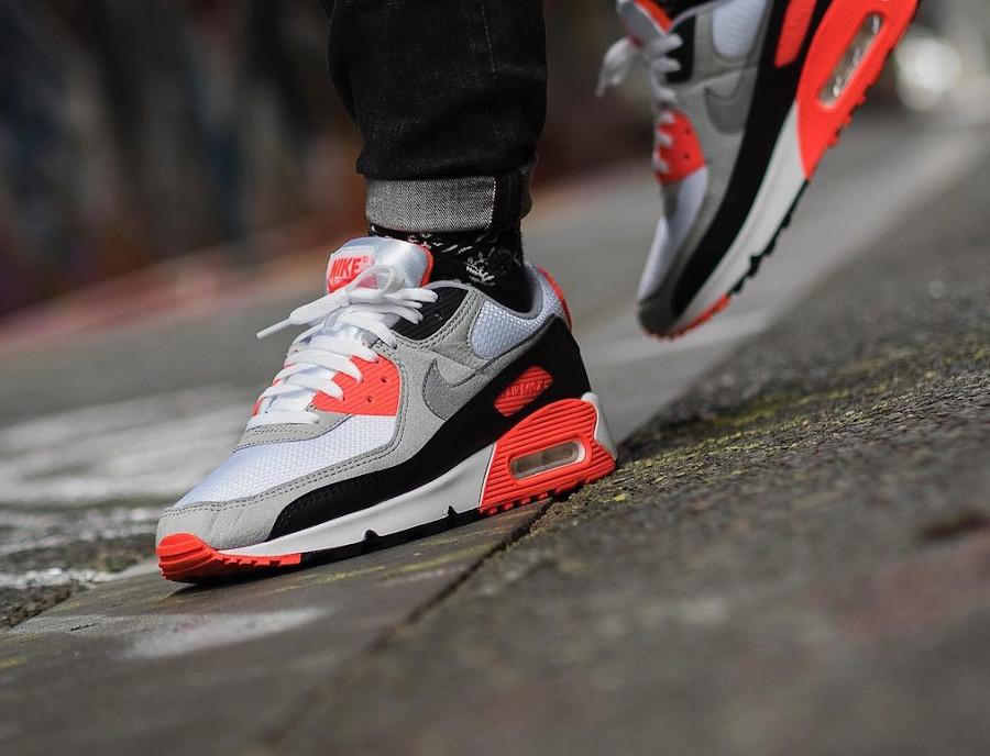 Nike Air Max III infrarouge on feet (4)
