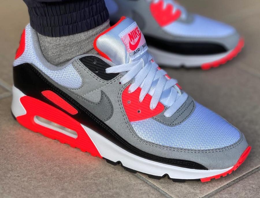 Nike Air Max III infrarouge on feet (7)