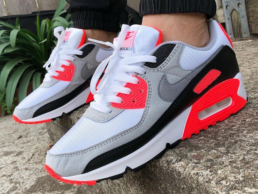 Nike Air Max III infrarouge on feet (8)