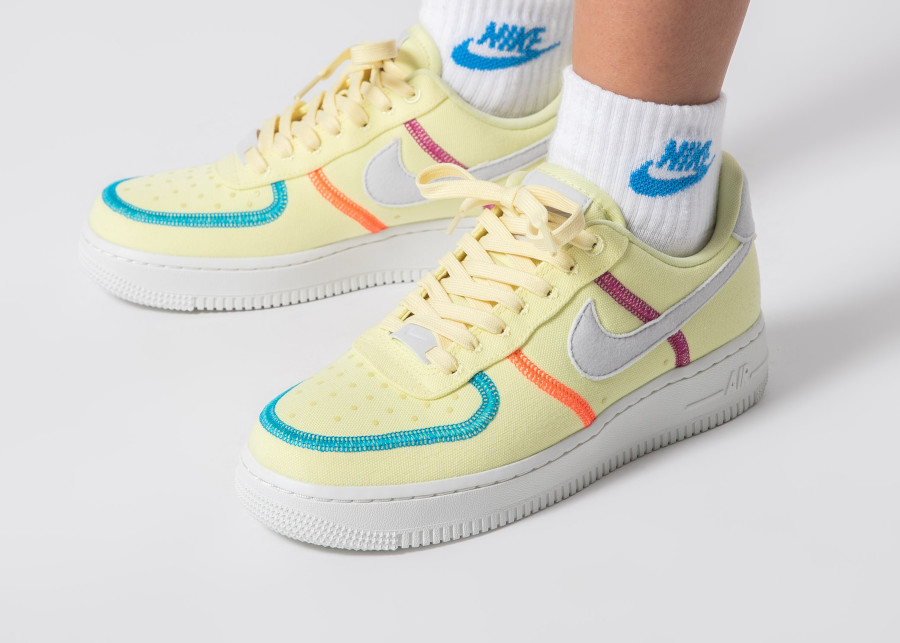 Nike-Wmns-Air-Force-1-Low-Canvas-Pack-pas-cher