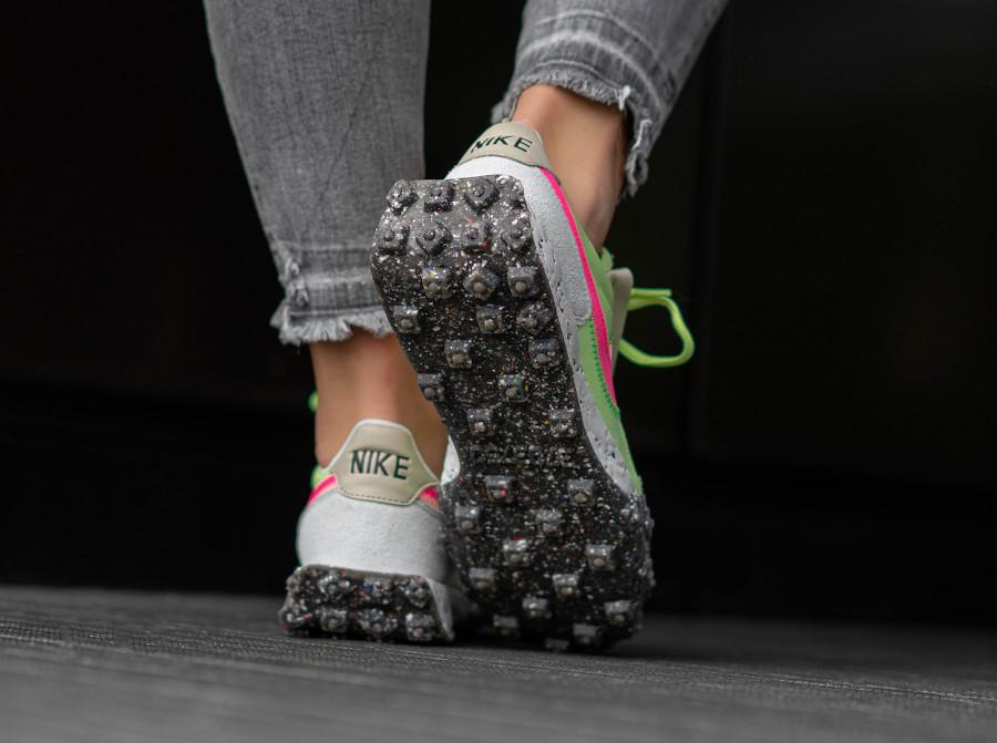 Nike Wmns Waffle Racer recyclée vert fluo et rose (1)