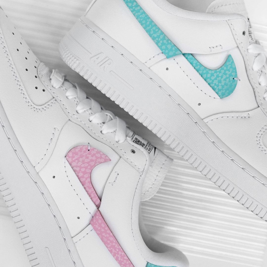 Women's Nike Air Force One Vandalized blanche rose et bleu turquoise (1)