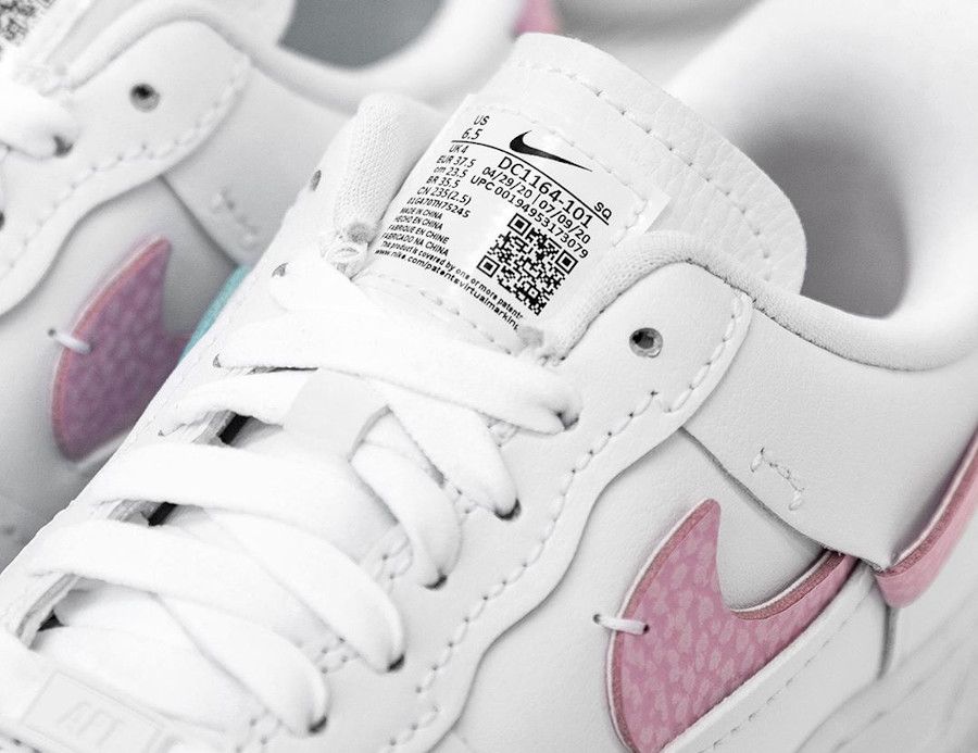 Women's Nike Air Force One Vandalized blanche rose et bleu turquoise (7-1)