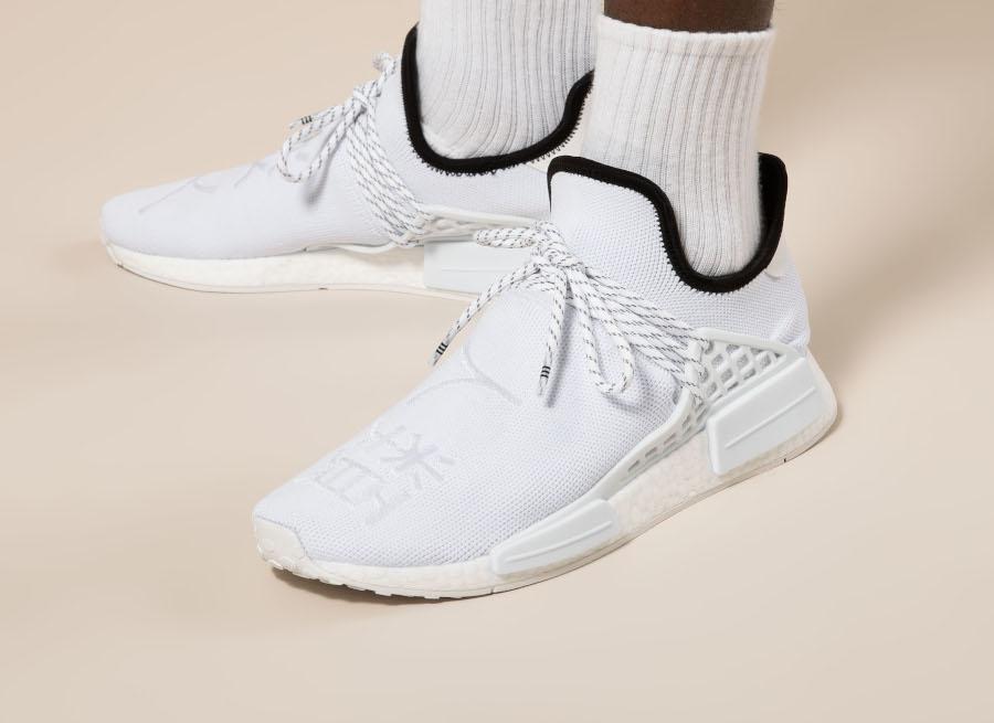 Adidas NMD HU blanche avec des sinogrammes (5)