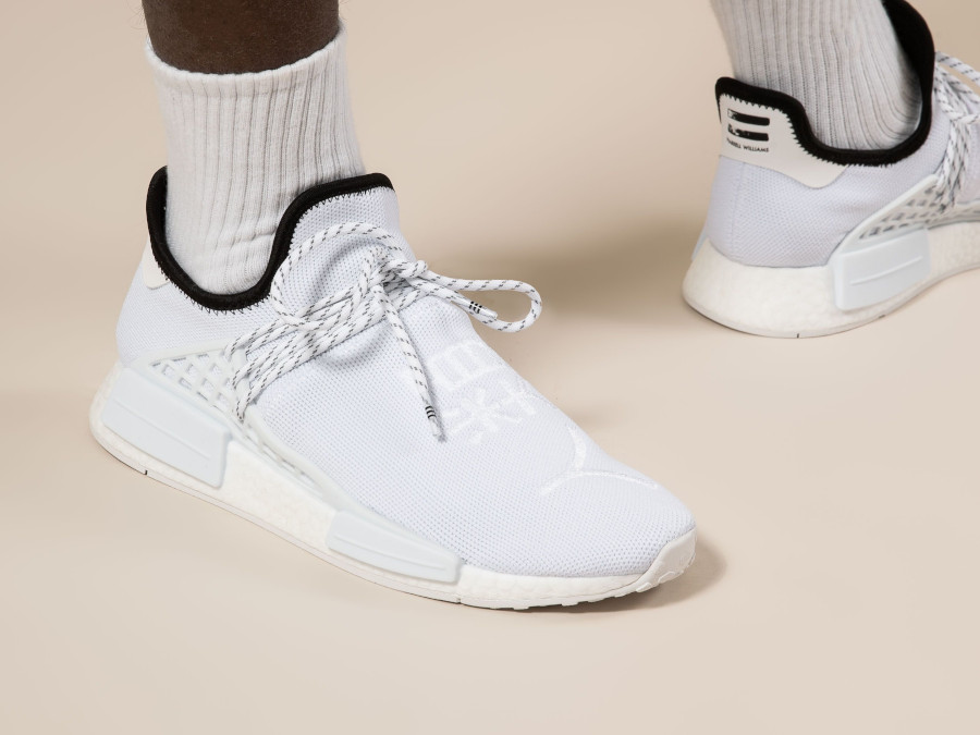 Adidas NMD HU blanche avec des sinogrammes (6)