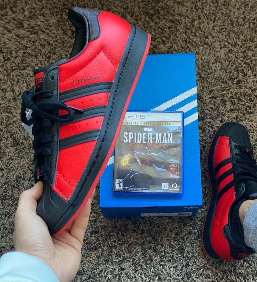 Adidas Superstar homme araignée rouge et noir (1)