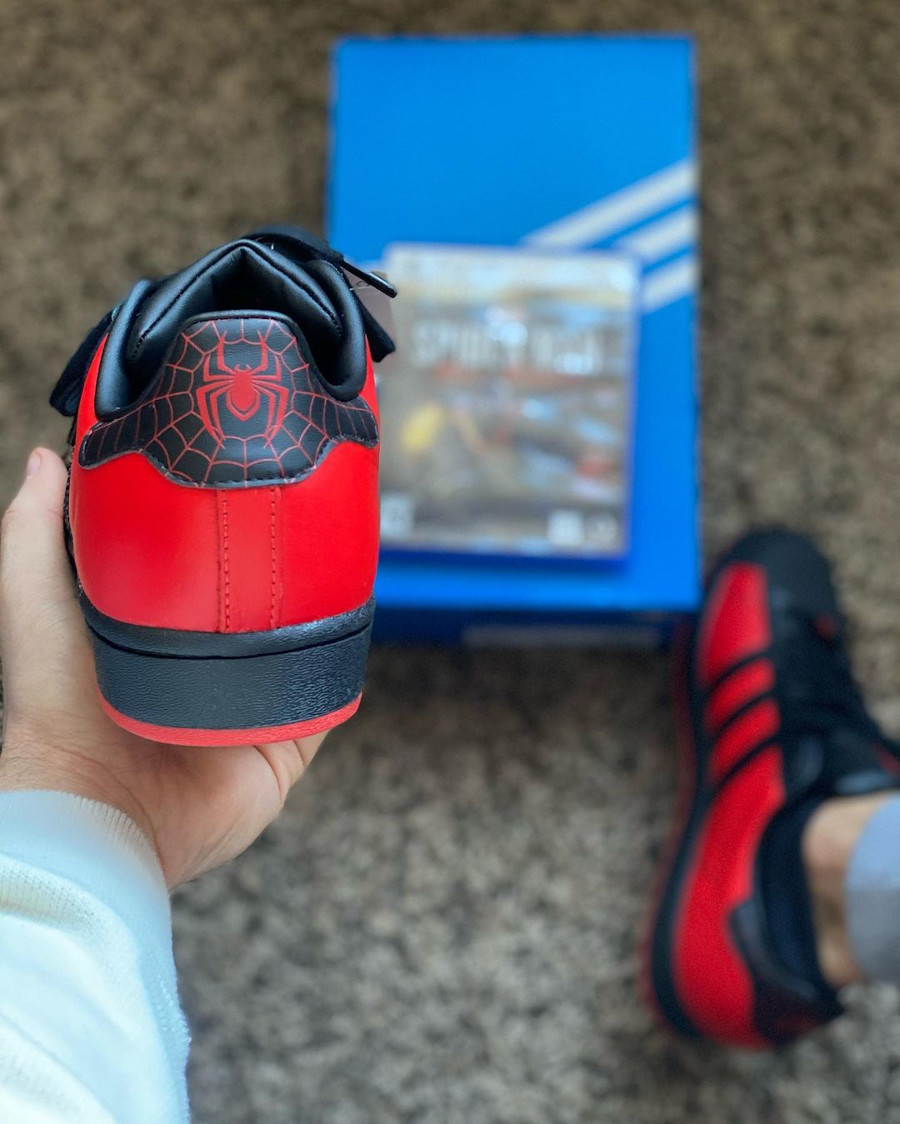 Adidas Superstar homme araignée rouge et noir (3)