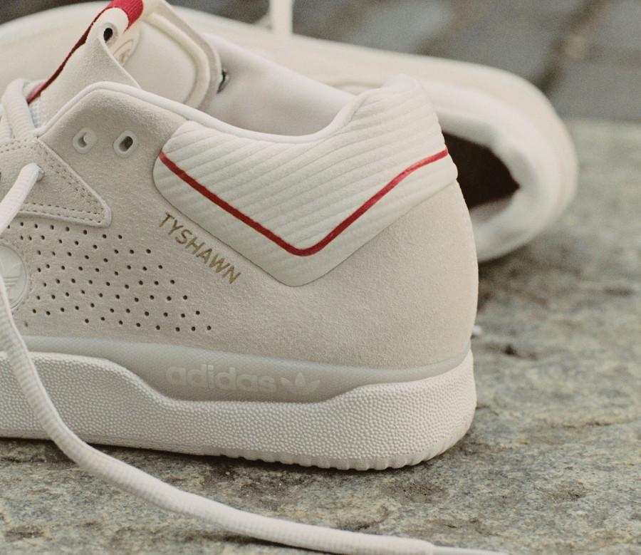 Adidas Tyshawn Jones en daim blanc cassé FY4583 (3)