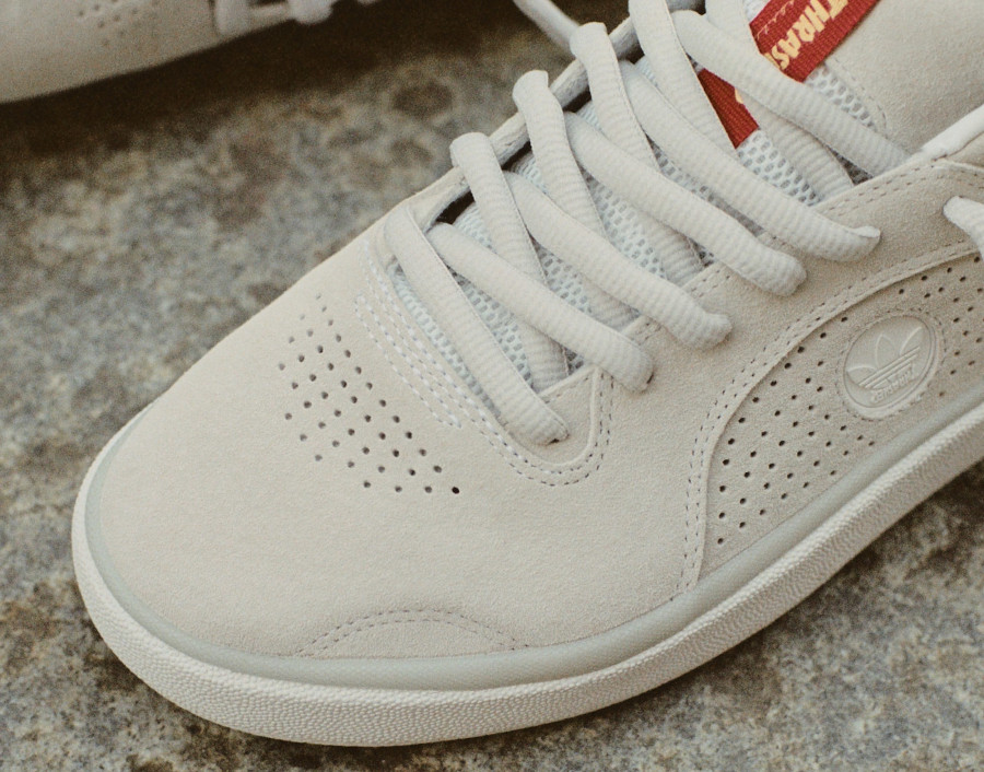 Adidas Tyshawn Jones en daim blanc cassé FY4583 (4)