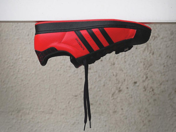 Adidas x Spiderman Superstar PS5 Miles Morales GV7128 (couv)