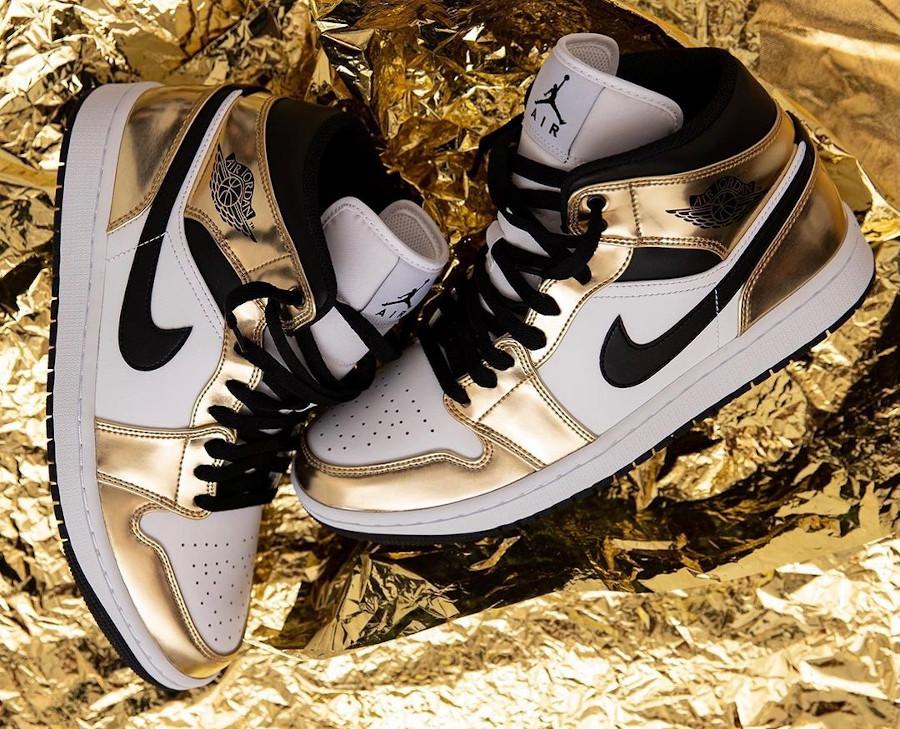 Air Jordan 1 mi-montante blanche et dorée (1)