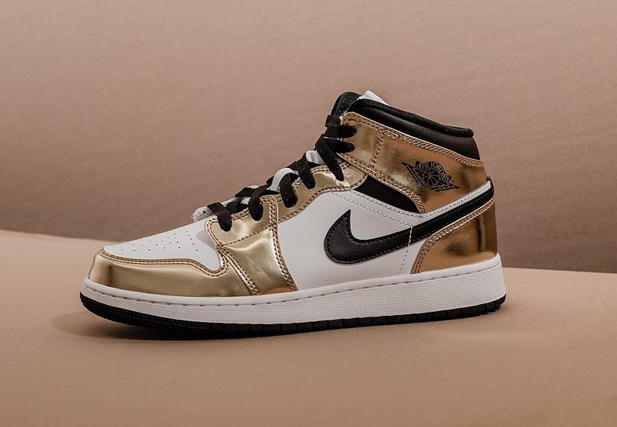 Air Jordan 1 mi-montante blanche et dorée (3)
