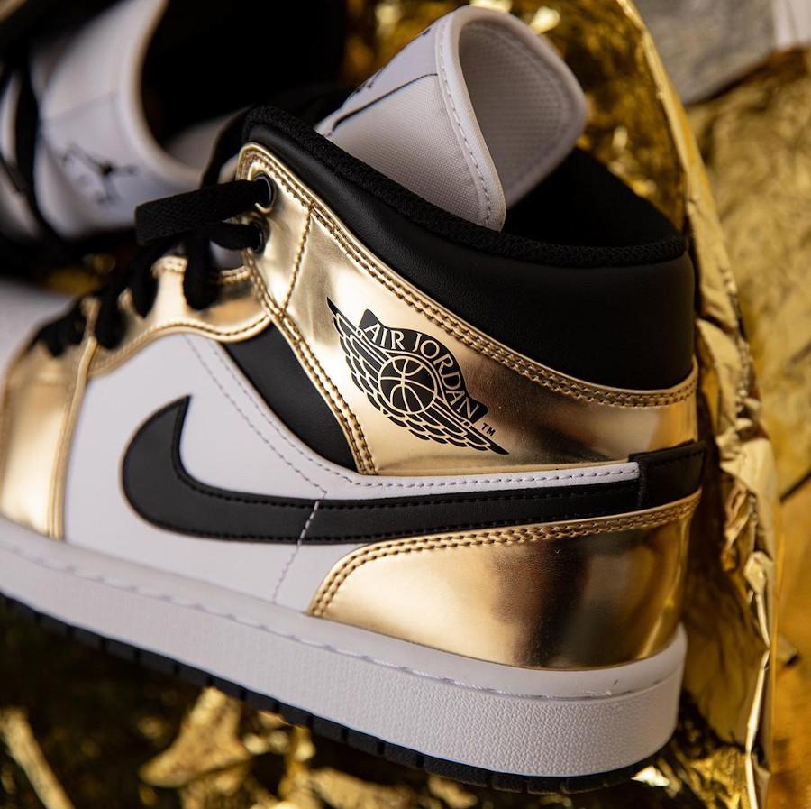 Air Jordan 1 mi-montante blanche et dorée (4)