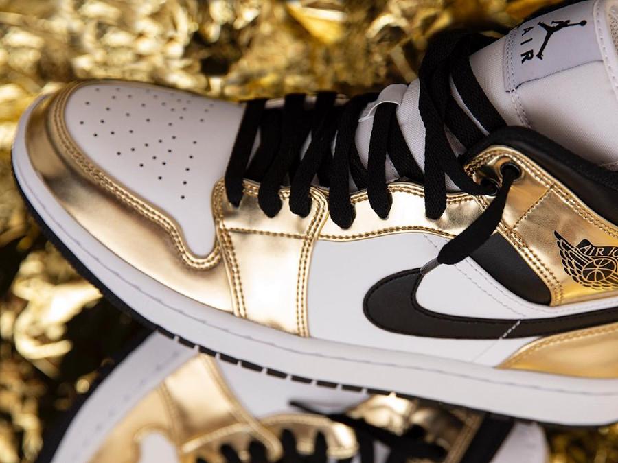 Air Jordan 1 mi-montante blanche et dorée (5)