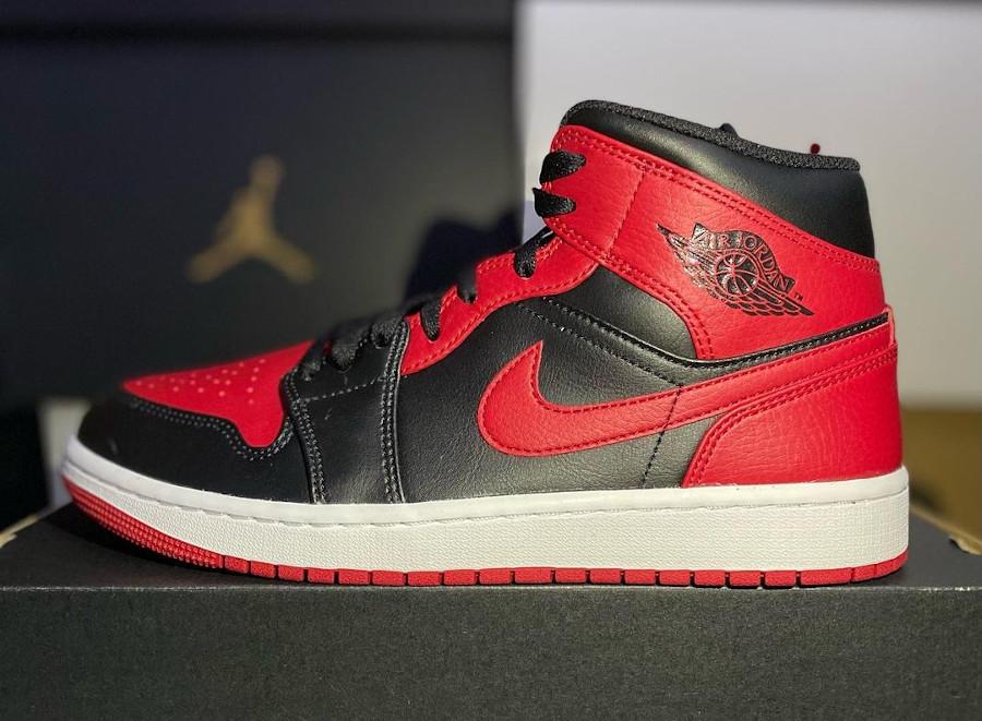 Air Jordan 1 mi-montante rouge et noire (2)