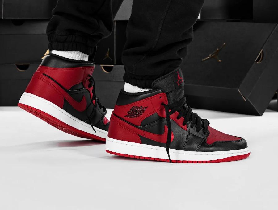Air Jordan 1 mi-montante rouge et noire (4)