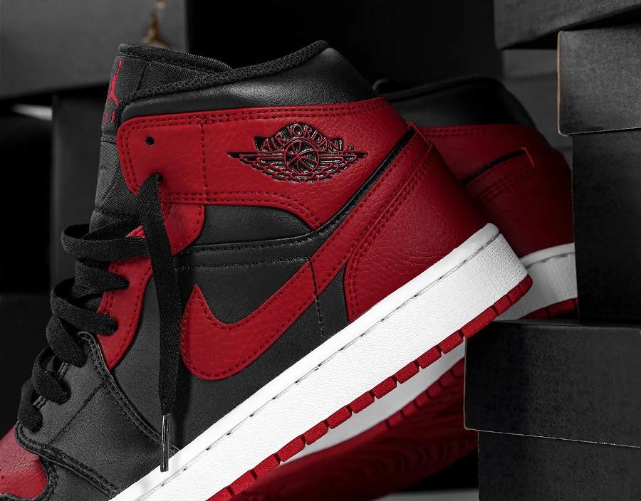 Air Jordan 1 mi-montante rouge et noire (5)