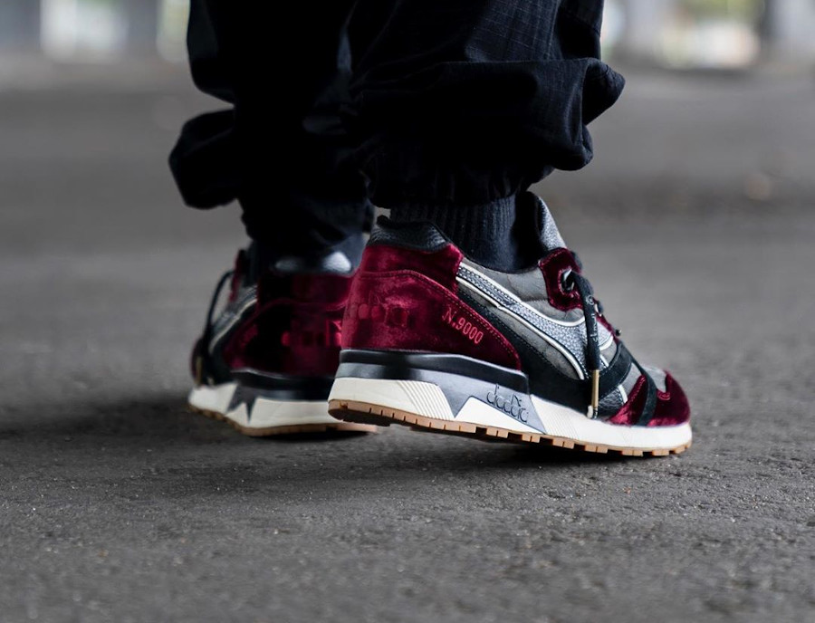 Diadora N9000 en velours vin violet on feet (1)
