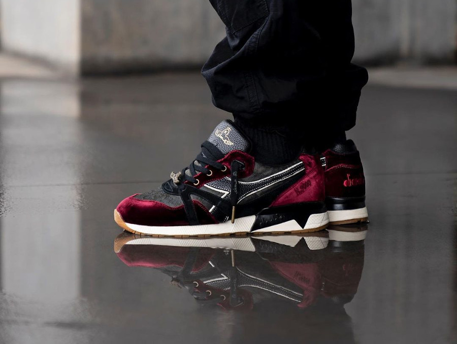 Diadora N9000 en velours vin violet on feet (2)