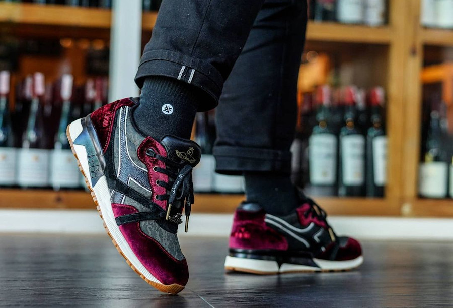 Diadora N9000 en velours vin violet on feet (3)
