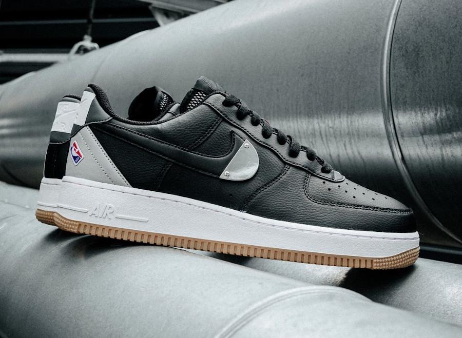 Nike AF1 '07 LV8 NBA 2020 noire et grise (3)