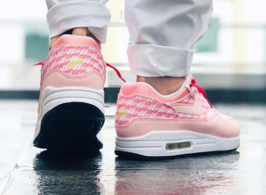 Nike Air Max 1 PRM 2020 rose fraise on feet