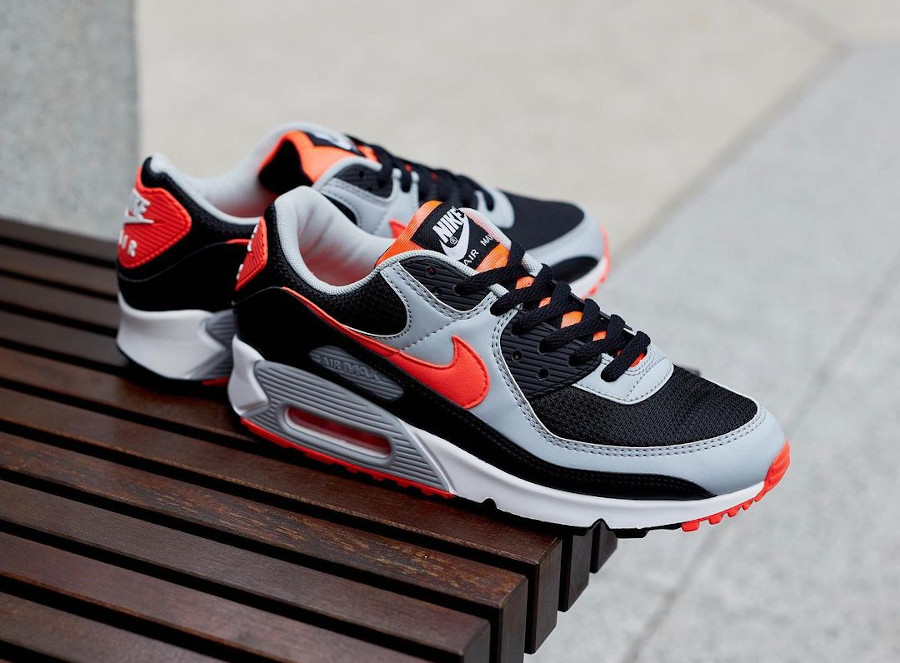 Nike Air Max 90 2020 grise noire et infrarouge (5)