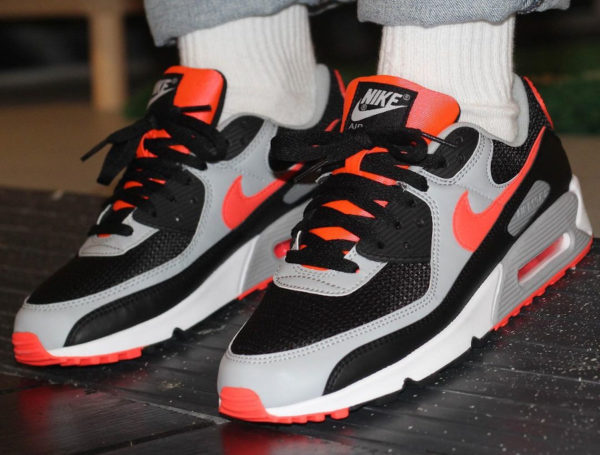 Nike Air Max 90 Reverse Black Radiant Red CZ4222-001 (couv)