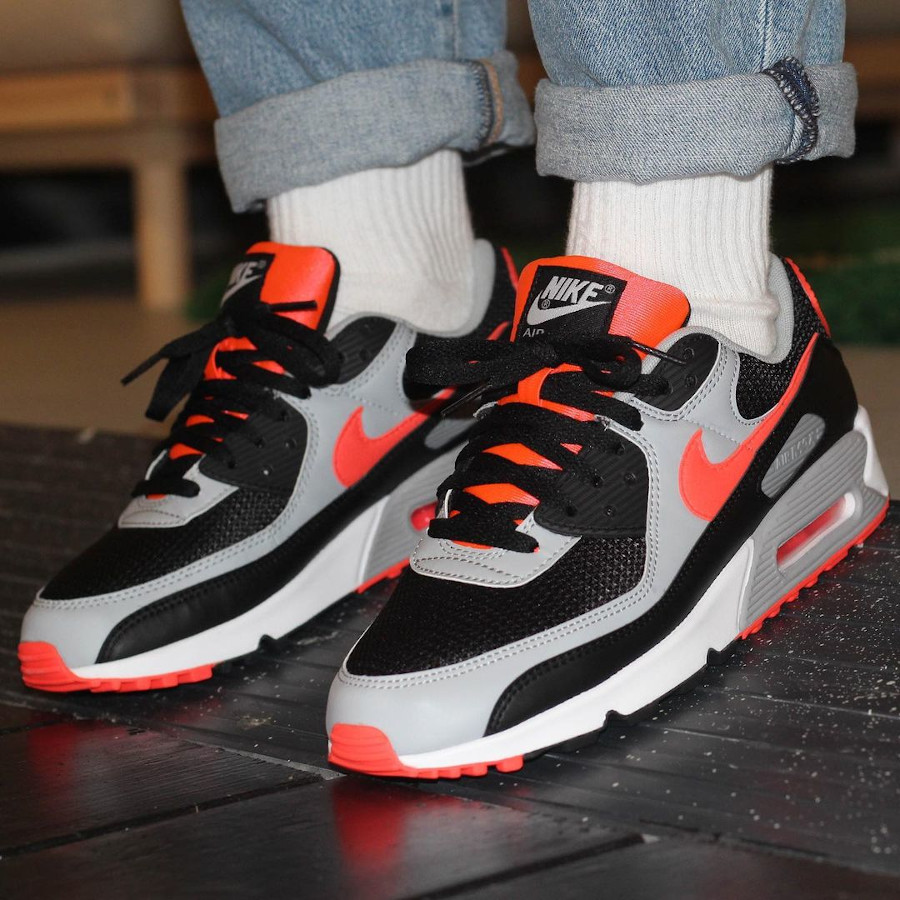 Nike Air Max 90 Reverse Black Radiant Red CZ4222-001