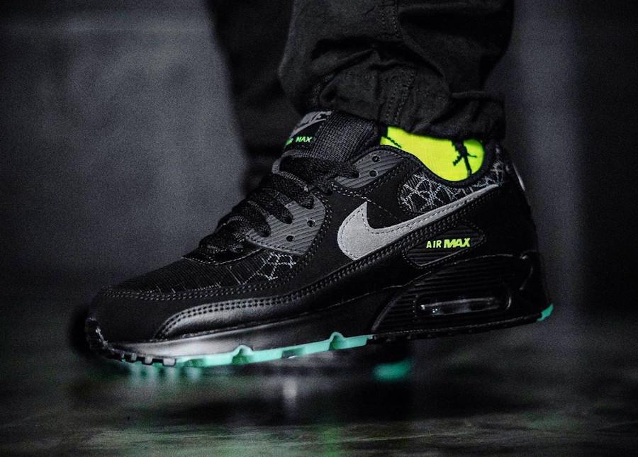 Nike Air Max 90 toile d'araignée qui brille dans le noir (1)