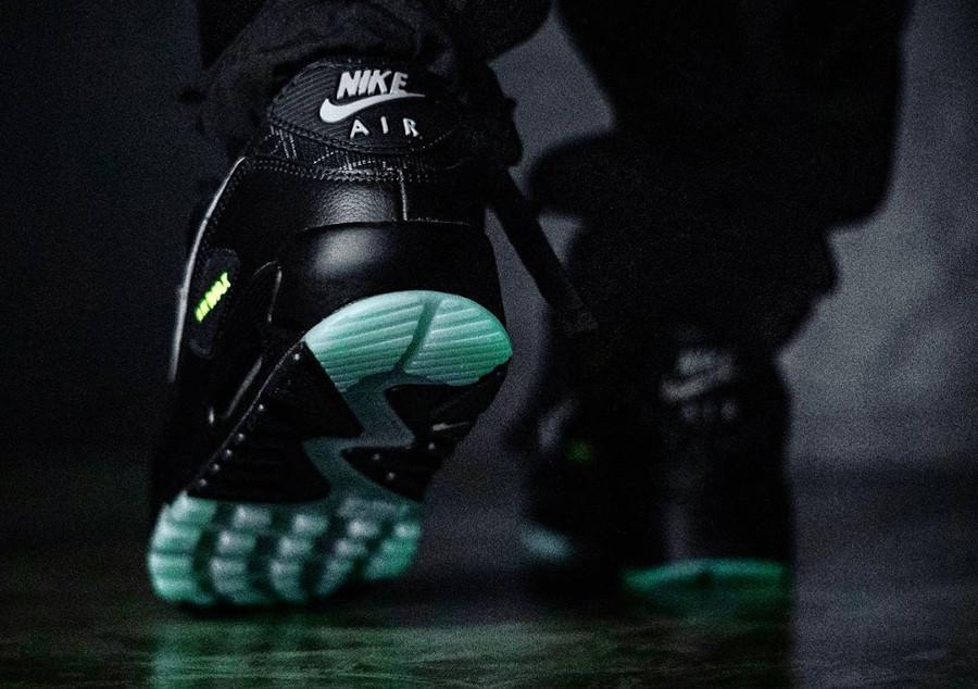 Nike Air Max 90 toile d'araignée qui brille dans le noir (2)