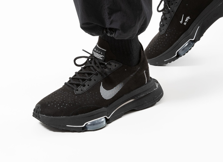 Nike-Air-Zoom-Type-en-daim-noir-on-feet-2