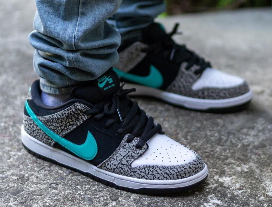 Nike Dunk Low Pro SB 2020 blanche noire et bleu turquoise on feet