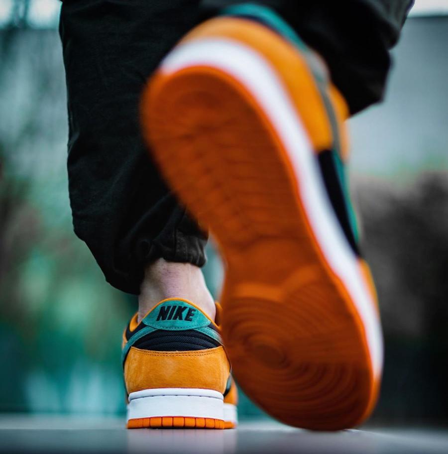 Nike Dunk Low SP CO.JP Suede orange céramique noir et vert (3)