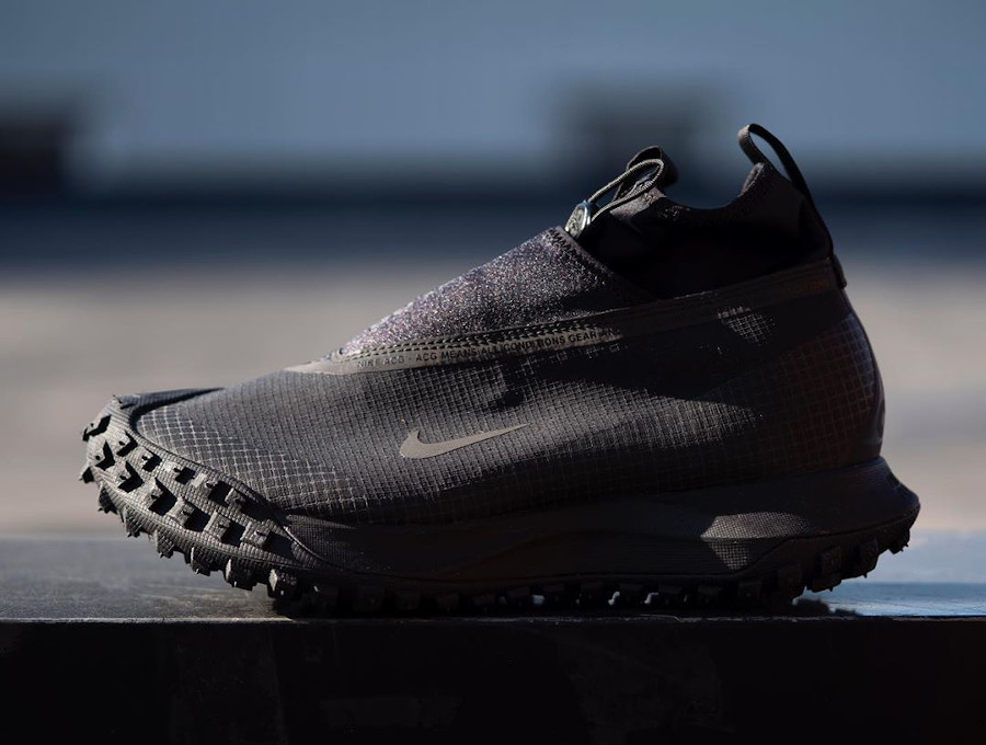 Nike Mountain Fly noire CT2904-002 (3)