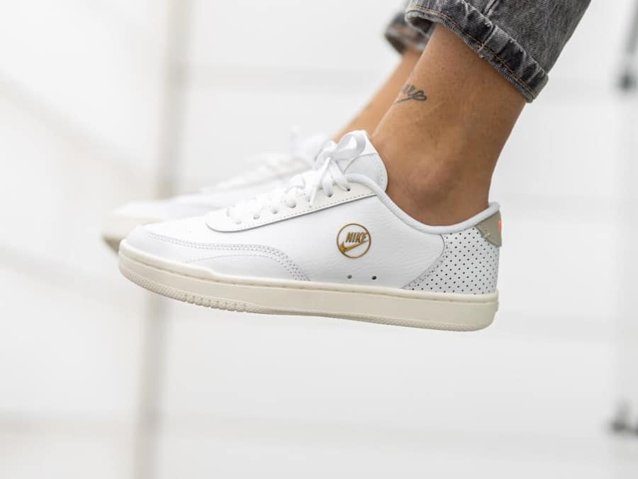 Nike Wmns Court Vintage Premium White Sail Stone pas cher
