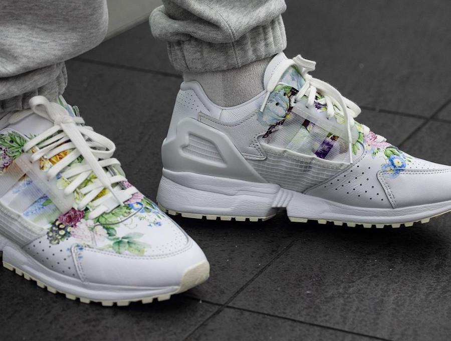 Adidas ZX 10.000 C blanche avec des fleurs on feet (1)