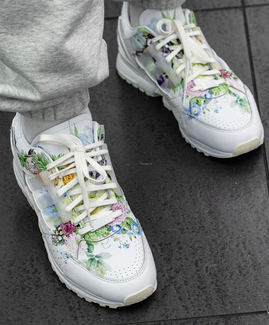 Adidas ZX 10.000 C blanche avec des fleurs on feet (2)