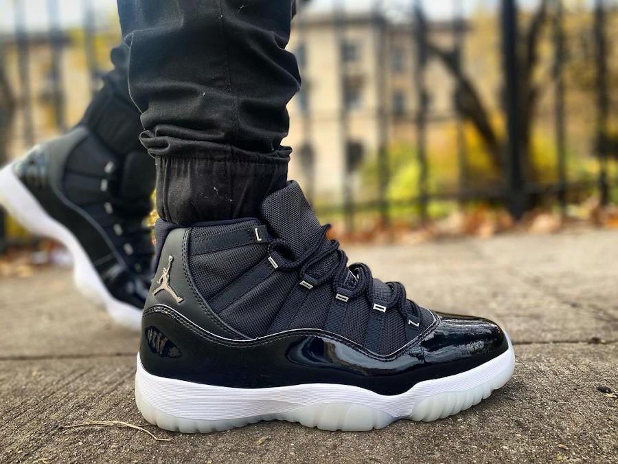 Air Jordan XI en cuir vernis noir (1)
